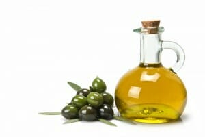 Natural ingredients that revitalize dry hair: Olive Oil
